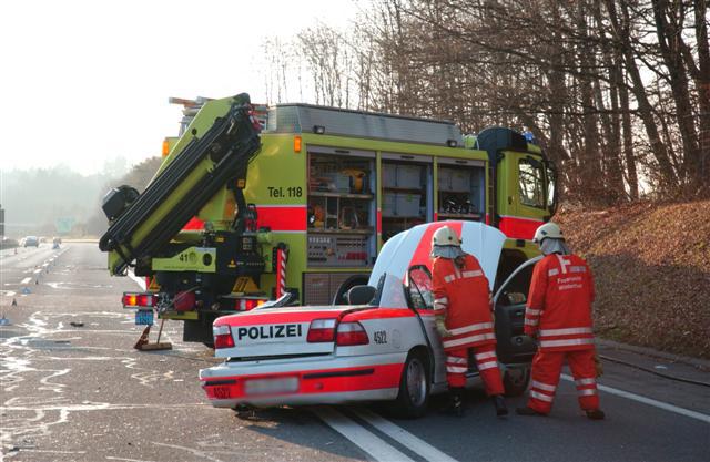 A1 Effretikon: Zwei verletzte Polizisten bei Verkehrs ...